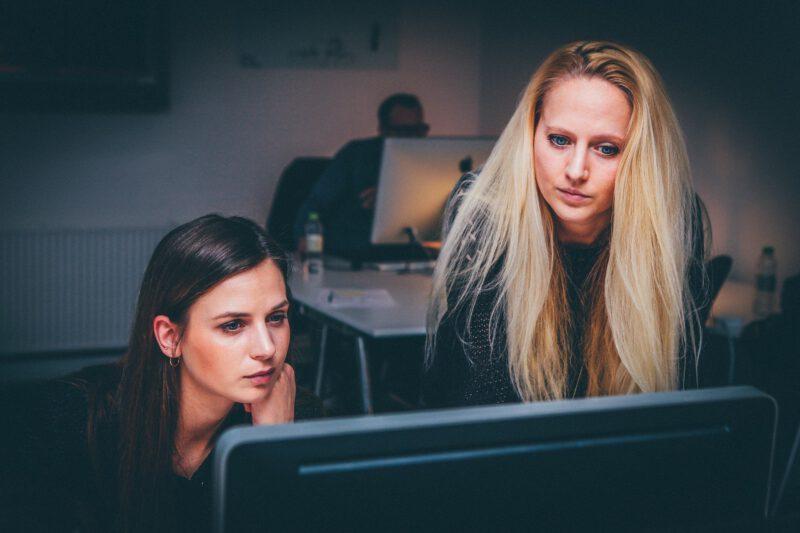 Jak prowadzić oceny i badania pracowników?